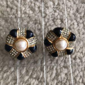 St John.. earring..🌺
